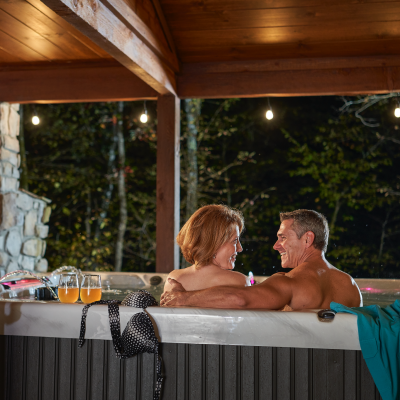 Couples_HotTub_MCT